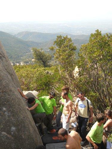 Codeleddu Sardegna boulder placca-dietro-al-sw-cagliari